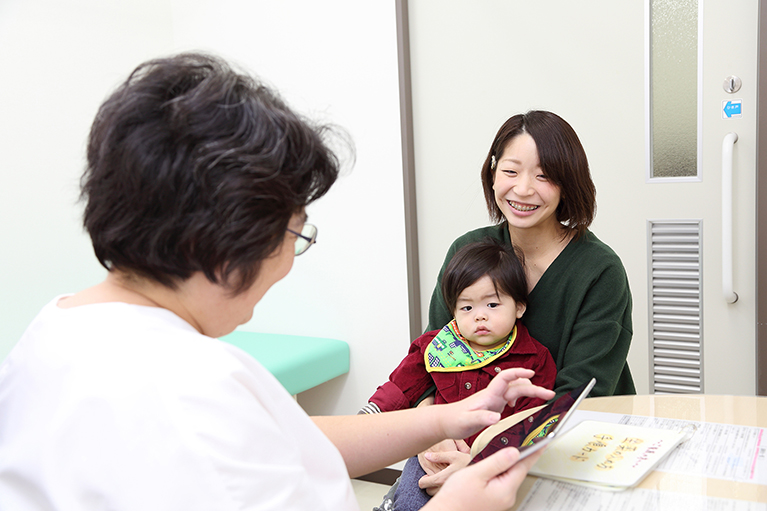 専門的な研修を受け、試験に合格した医師に与えられます