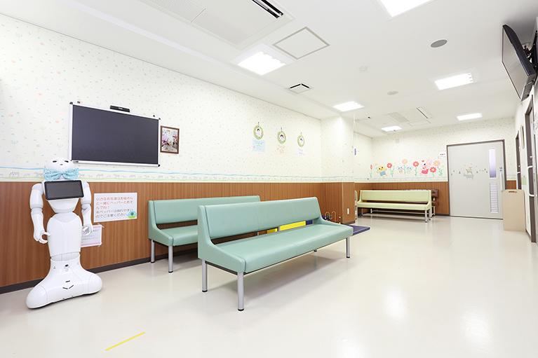 待合室や出口を分けることで、感染リスクを減らしています